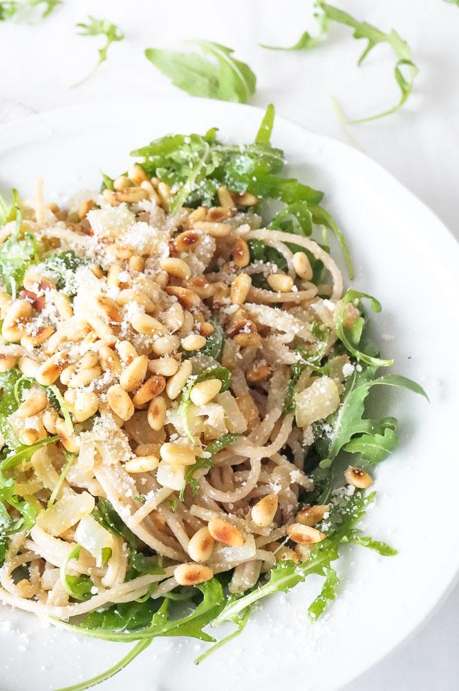 pasta met rucola pesto, makkelijk pasta pesto recept met snelle zelfgemaakte pesto