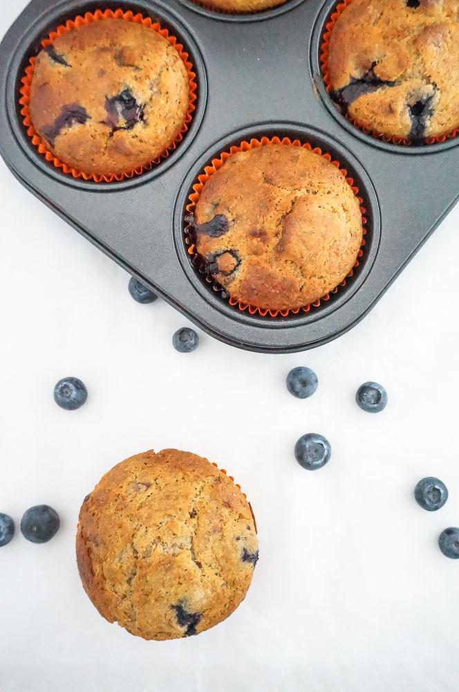 spelt muffins met blauwe bessen, muffins met blauwe bessen, recept, ontbijt, tussendoor, gezonde muffins zonder suiker
