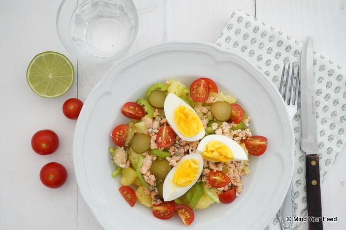 Frisse aardappelsalade met zalm en ei