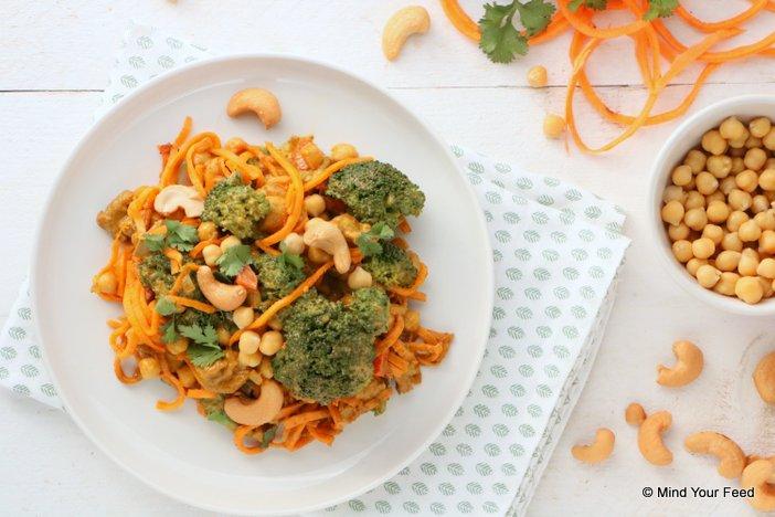 zoete aardappel noedels met broccoli curry, zoete aardappel recepten, zoete aardappel stamppot, zoete aardappel quiche, zoete aardappel gerechten, zoete aardappel uit de oven, vegetarische recepten zoete aardappel.