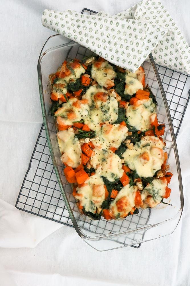 Zoete aardappelschotel met spinazie en kip, ovenschotel zoete aardappel, recept