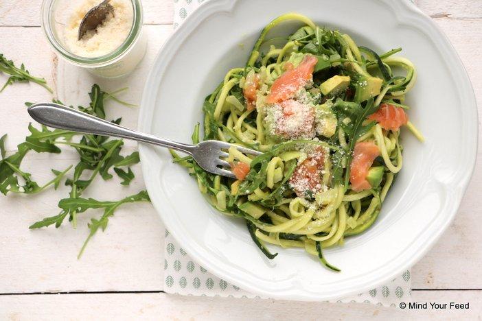 courgette spaghetti met avocado en zalm (6)
