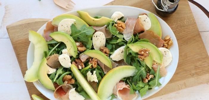 salade met meloen, rauwe ham en mozzarella