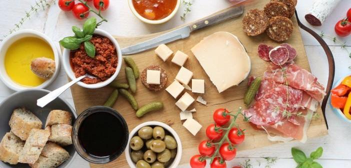 Italiaanse borrelplank, borrel recepten, borrelhapjes, lekkerste borrel hapjes, hapjes voor Oud & Nieuw, hapjes oudejaarsavond