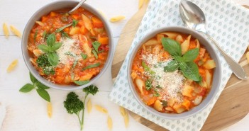 italiaanse groentesoep Minestrone recept, Italiaanse soep met pasta, Italiaanse maaltijdsoep, minestronesoep recept
