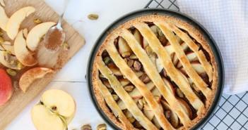 appeltaart met kaneel en pistachenoten