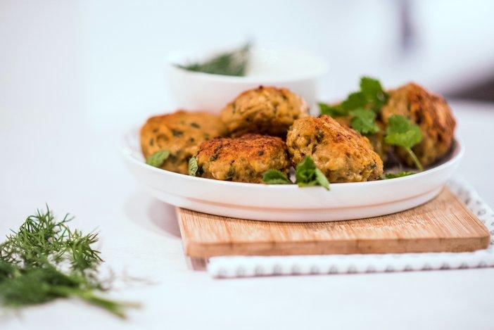 kip gehaktballetjes met munt, mini saucijzenbroodjes, borrelhapjes, borrelhapjes oud en nieuw, hapjes oud en nieuw, bladerdeeghapjes