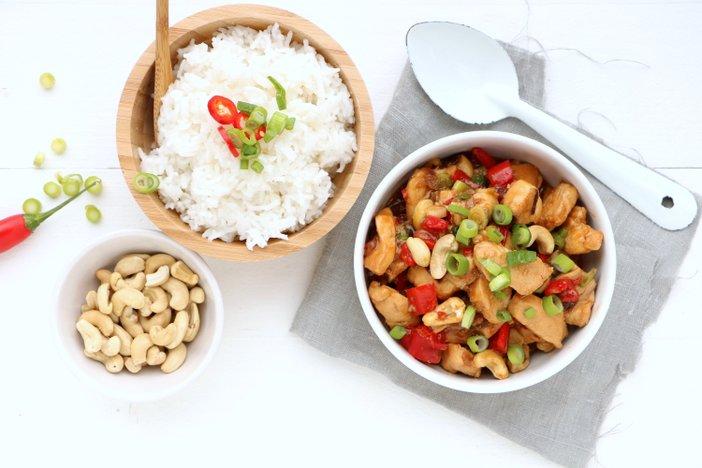 kip siam. Thaise kip siam met rijst. Wereldgerecht met kip. makkelijke recepten met kip