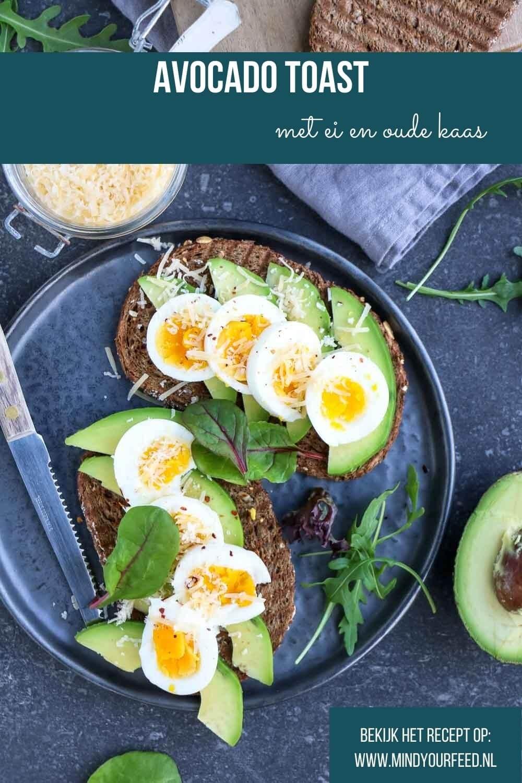 Avocado toast met ei en oude kaas, makkelijk lunch recept