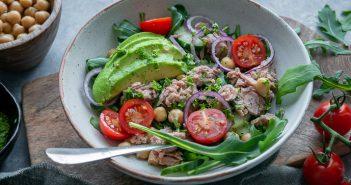 salade met tonijn en kikkererwten
