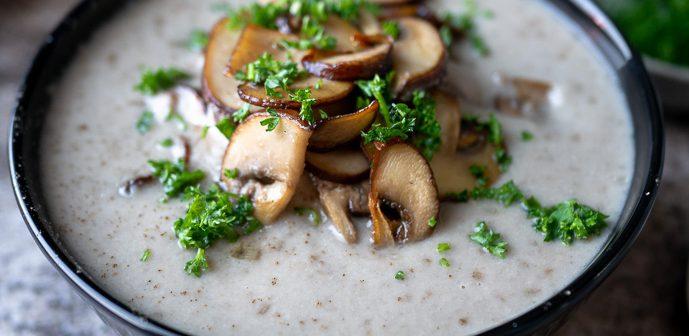 romige champignonsoep, champignonsoep makkelijk recept, zelf champignonsoep maken