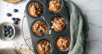 yoghurt muffins met muesli en blauwe bessen