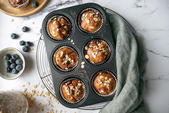 yoghurt muffins met muesli en blauwe bessen, gezonde muffins, ontbijt muffins, havermout muffins, tussendoortje
