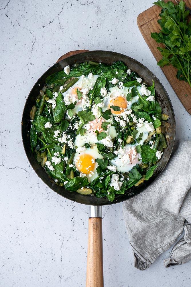 Groene shakshuka, vegetarisch recept voor shakshuka met groenten