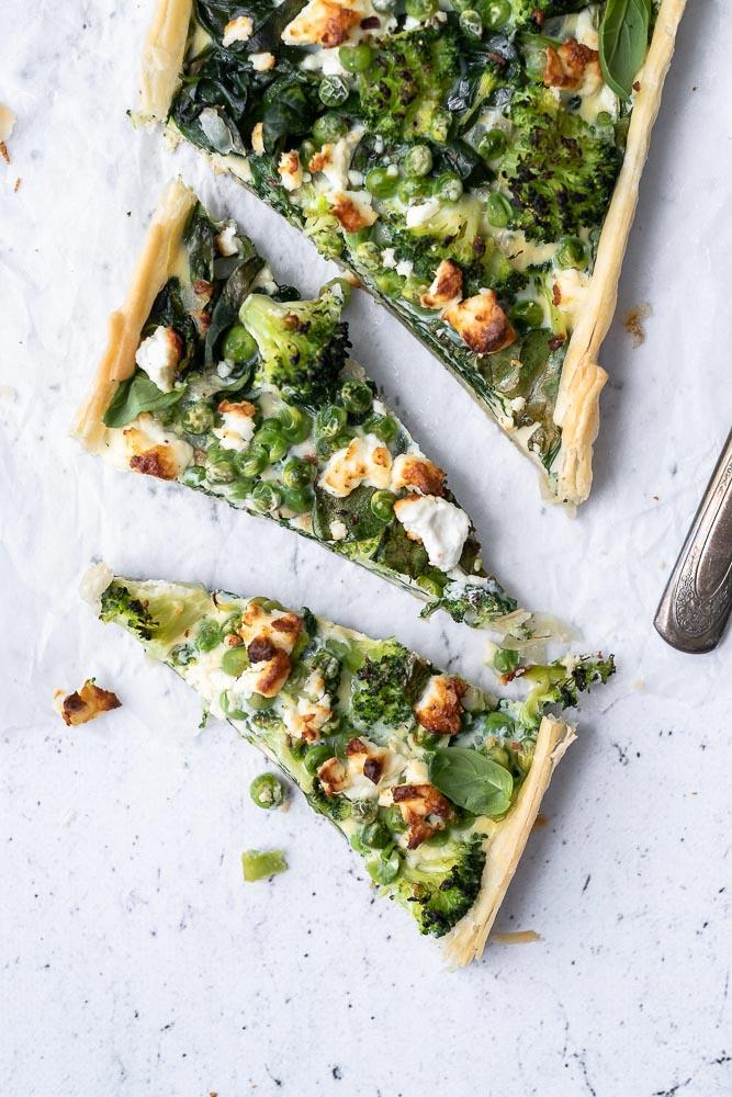 quiche met broccoli, spinazie en feta, hartige taart, makkelijk recept, voorjaarsgroenten, seizoensgroenten