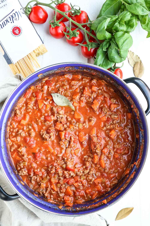 Bolognesesaus, bolognese saus, traditionele pastasaus, klassieke Italiaanse bolognesesaus, zelf pastasaus maken, Italiaanse pastasaus met gehakt