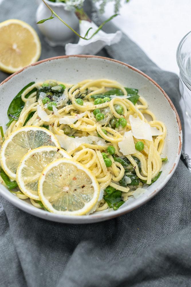 Pasta met citroen roomsaus en spinazie, pasta al Limone, klassieke Italiaanse pasta, pasta recepten